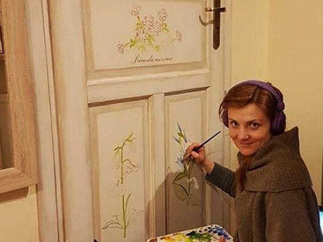 Artystyczne malowanie mebli drzwi Sudecjanka szafa sudecka styl sudecki Olga Orlińska Szczyżowska